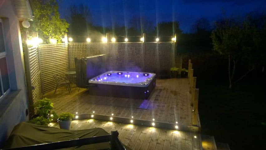 Cosy Country Getaway Double Bed + Use of Hot Tub