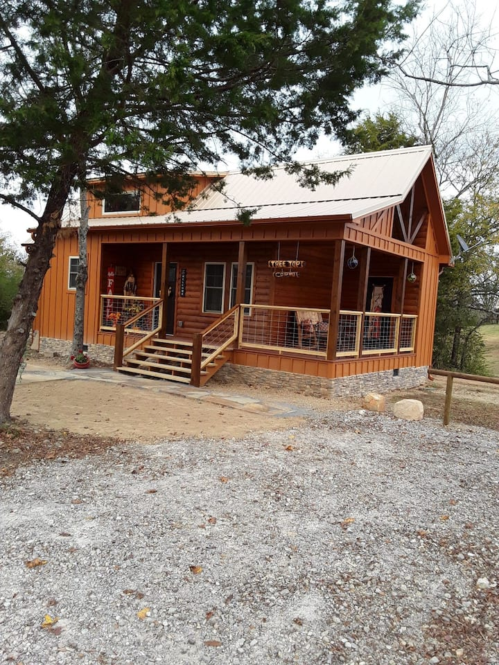 Tree Top Cabin,  Minutes from Lake Hamilton
