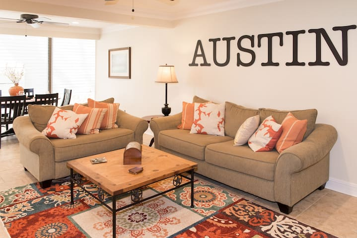 Spacious renovated 4BR 3 Bath - Austin