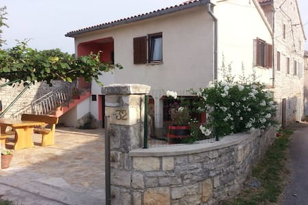 House, garden&parking in Istria - Mrgani
