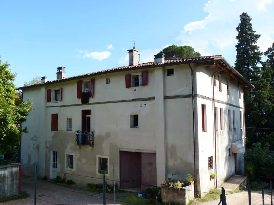 Casa accogliente con parco antico appartamenti in for Appartamento in affitto a schio arredato
