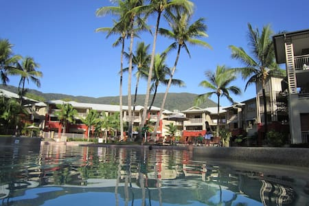 One bedroom seaside apartment - Palm Cove
