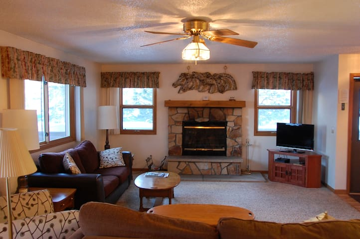 Great Condo Borders RMNP, Hot Tub! 5th nt 1/2 off!