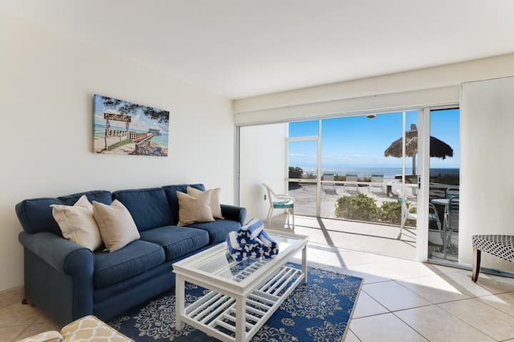 Beachfront Bungalow! Newly updated 1 bedroom!