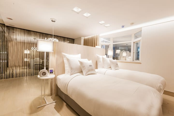 六星旅館 - 雙人房兩單床(無車庫)