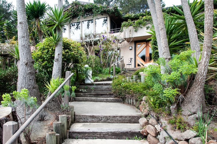 4BR/3.5BA Hilltop Garden Estate - Belvedere Tiburon