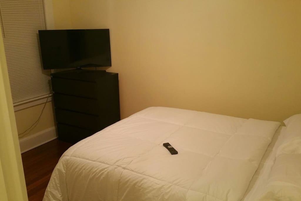Bed + chest of drawers and smart remote