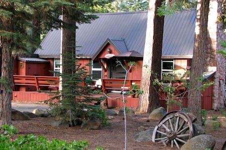 5 BR - SLEEPS 16 - FIREPLACE, COVERED HOT TUB, DECK, PET FRIENDLY  OPEN floor plan with FIREPLACE (includes FIREWOOD) COMFORTABLE SLEEPING FOR 16  (1 KING, 4 DOUBLES, 6 TWINS) Large DECK out front LARGE COVERED HOT TUB PLENTY of PARKING