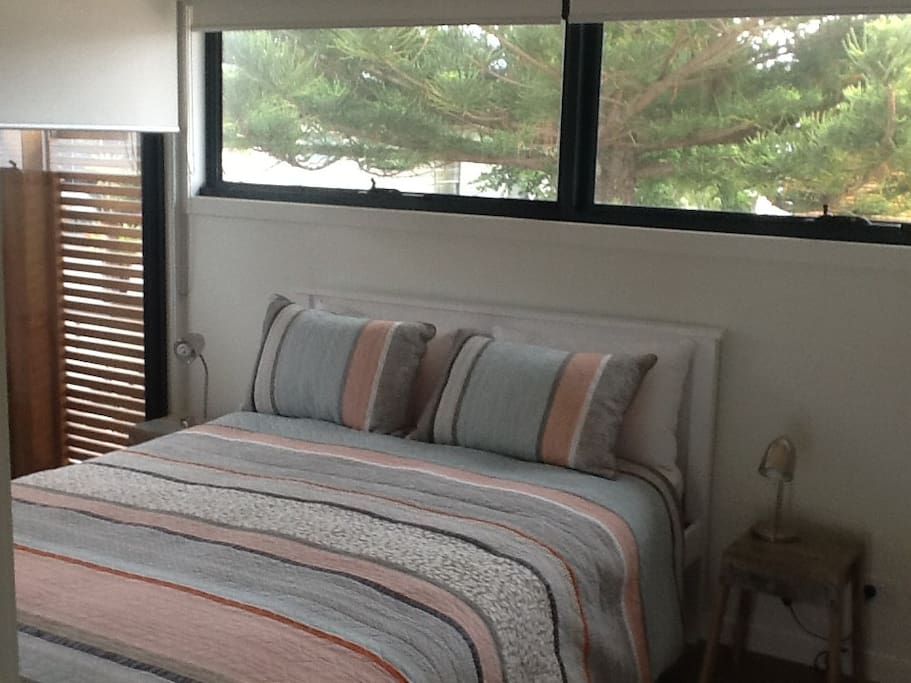 Main bedroom with queen bed with ensuite bathroom