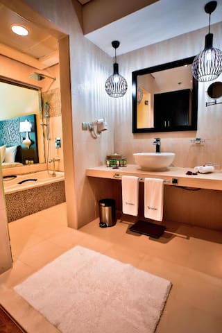 Deluxe Room behind Emirates Mall and near metro