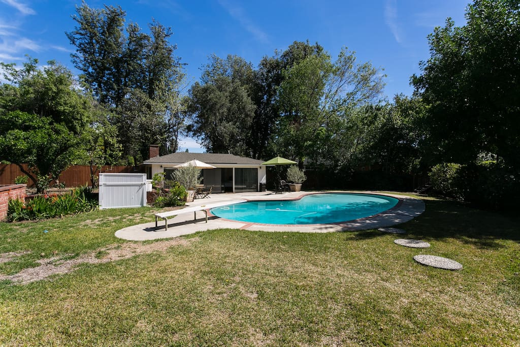 Mid Century Guest House With Pool Guesthouses For Rent In Pasadena California United States