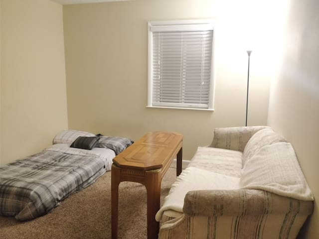 Charlotte Pike Basic Bedroom