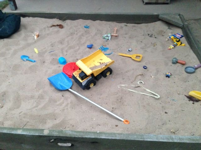 Happy house with sand pit :-) - Emerald - House