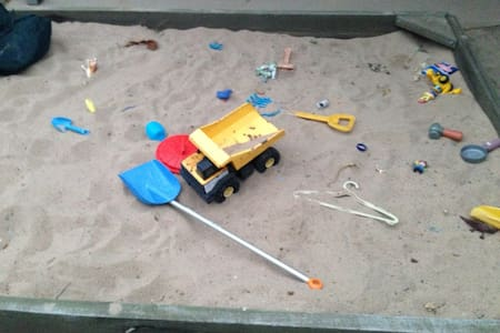 Happy house with sand pit :-) - Emerald