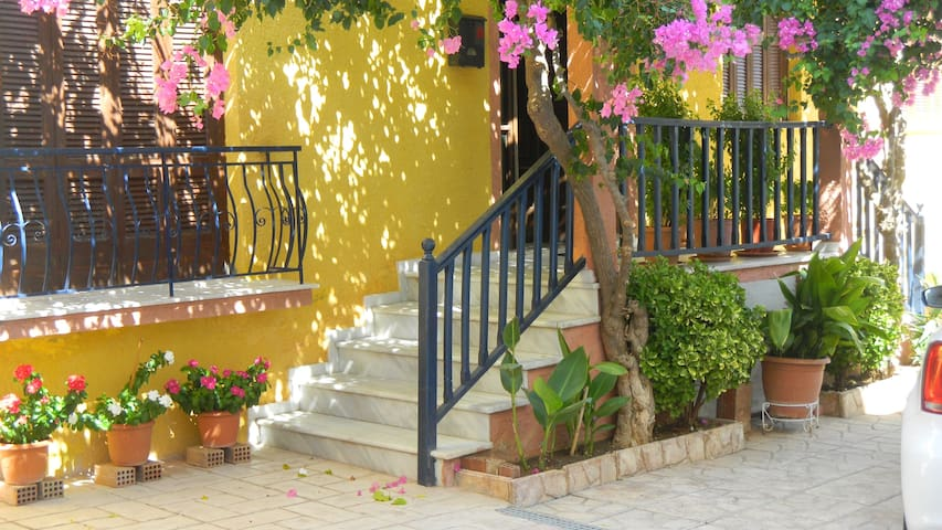 Gardenhouse in Center of Corinth, close to beach! - Korinthos