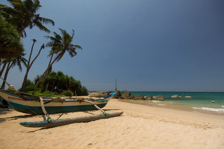 Cozy & Private 2BR Beach Condo by Lango Villas - Ambalangoda - Apartamento