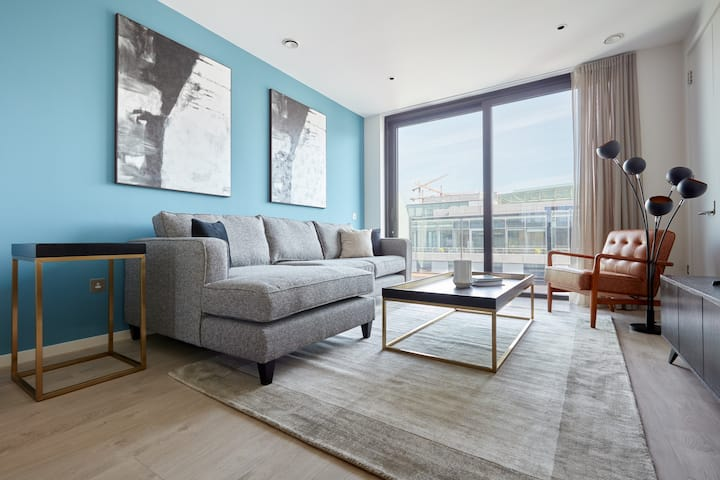 Sonder | 2BR + Balcony | Discounted Rates in Docklands