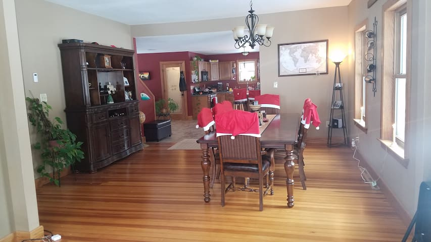 Super Bowl Country Home Available for 6+ guests