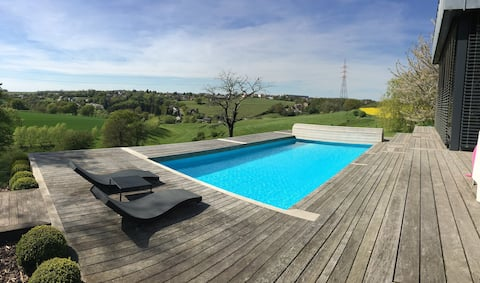 La piscine est entièrement privative ! Aucun voisin !