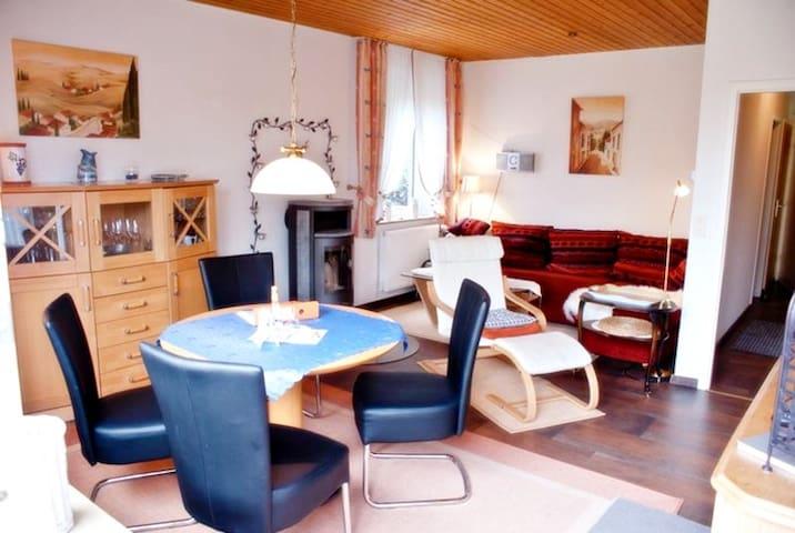 Lauschiges Ferienquartier mit Kamin - Hage - House