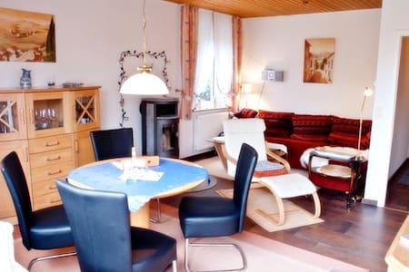 Lauschiges Ferienquartier mit Kamin - Hage