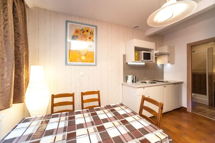Apartment in a quiet area of Warsaw for 6 person - Warsaw - House