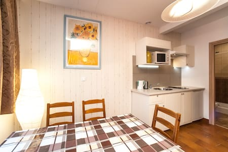 Apartment in a quiet area of Warsaw for 6 person - Varşova - Ev