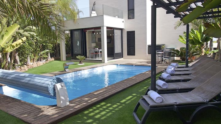 Villa Caldera by BestVillas