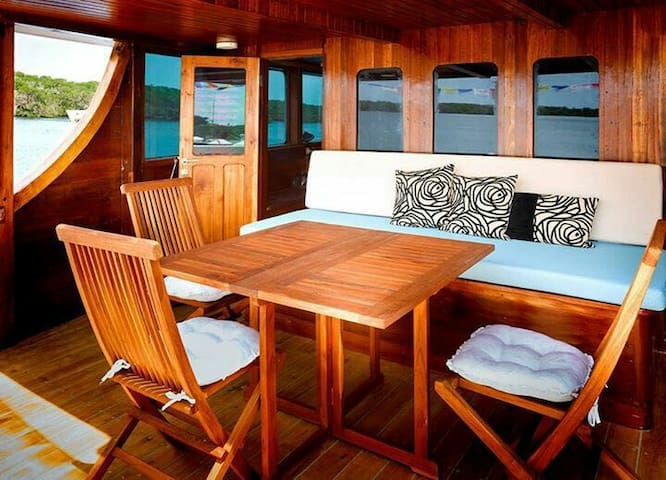 Master Cabin on Luxury Phinisi in Gili Islands