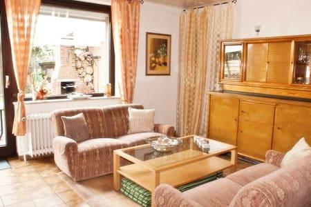 Romantisches Urlaubshaus mit Kamin - Hage