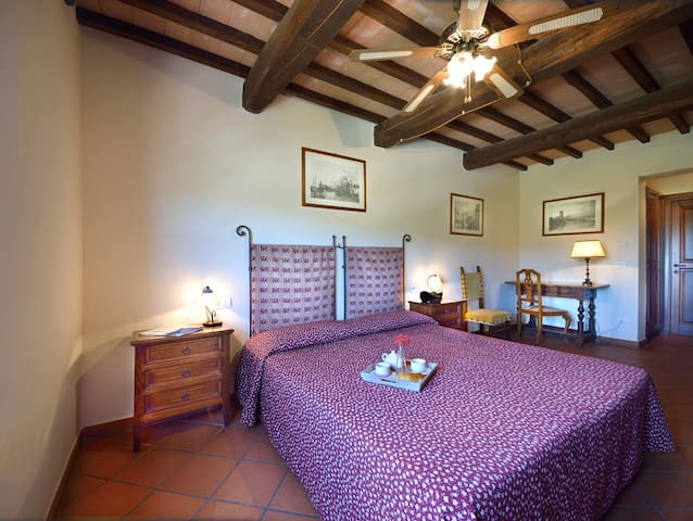 Farm house Forte Sorgnano room B&B - Gualdo Cattaneo - Bed & Breakfast