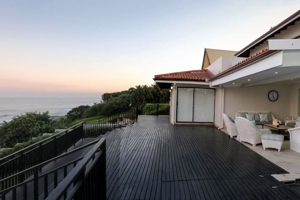 Large deck with magnificent views over the ocean
