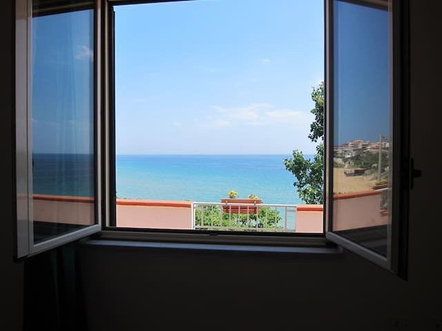 Apartment in Villa Rubino 10 meters from the Sea