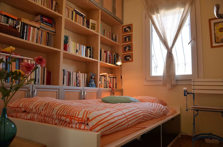 Room for desperate travelers:) - İzmir - House