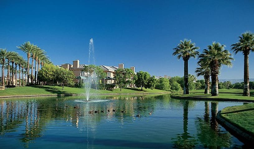 Coachella-4/17-4/20-Marriott Desert Springs Villas