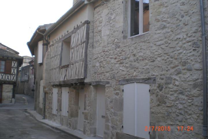 2 STUDIOS+ 1T2 DANS CENTRE HISTORIQUE - Casteljaloux - Apartament