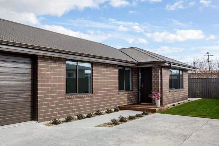 Modern & Comfy Whole House Getaway