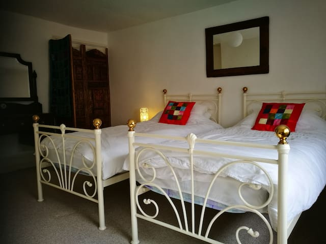 Spacious double room in cottage