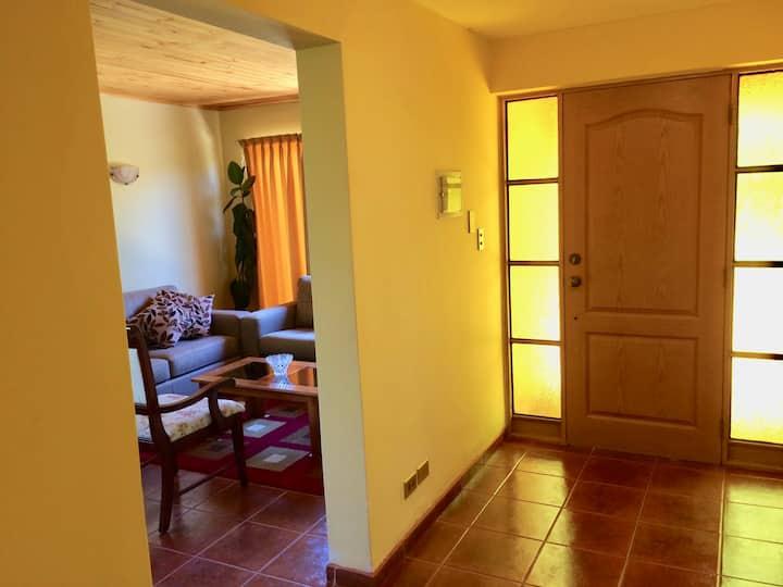 Casa con entorno  agradable y tranquilo