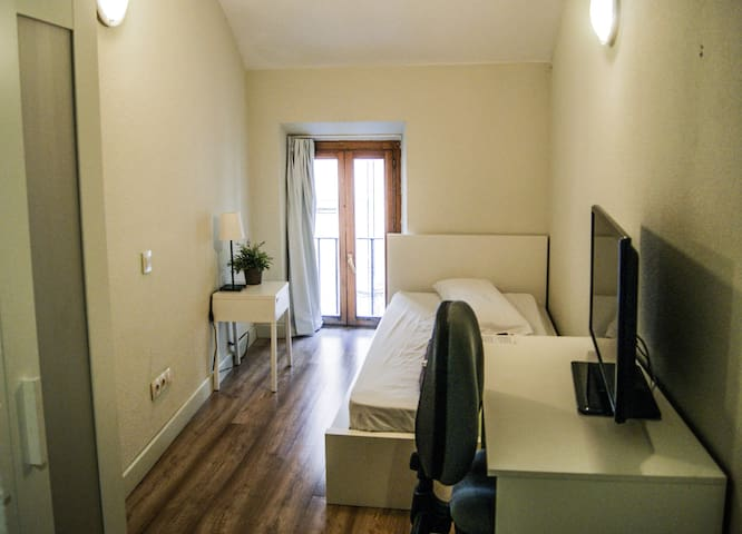 Mad4You Hostel: single room, private bathroom