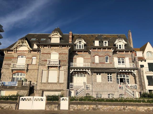 Villa de caractère sur le front de Mer
