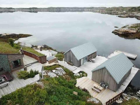 Idyllisk eiendom, helt nede i sjøkanten.
