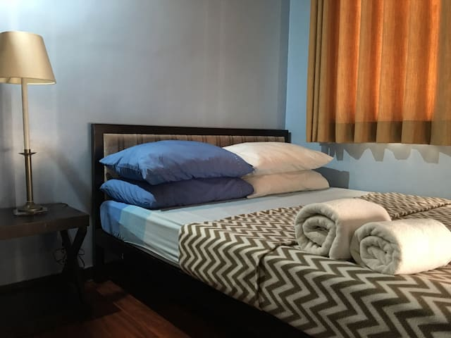 Beautiful Comfy Condo in Eastwood 100mbps•Netflix