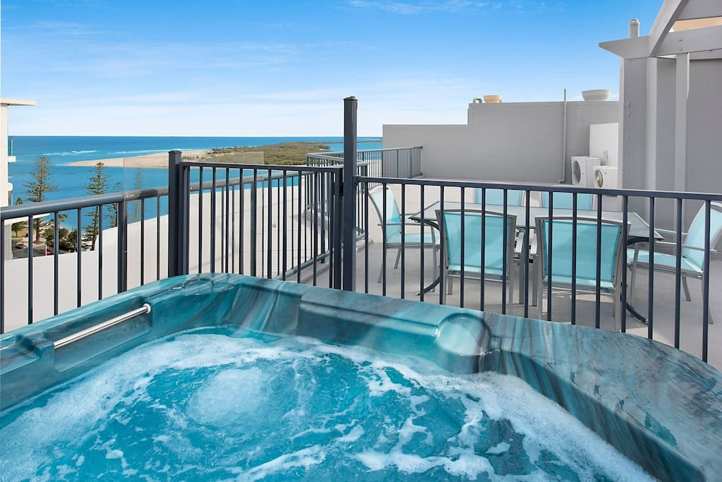 Private Rooftop Heated Spa With Amazing Ocean Views