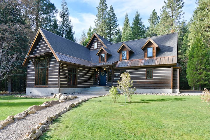 Deer haven creek private elegant houses for rent in for Lake siskiyou resort cabins