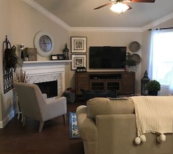 One story Fully Farmhouse Furnished Home - Richmond