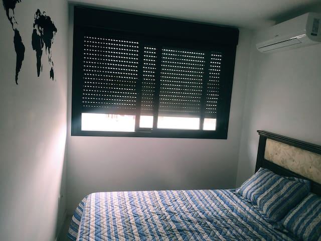 Habitación en apto. en el corazón de Montevideo