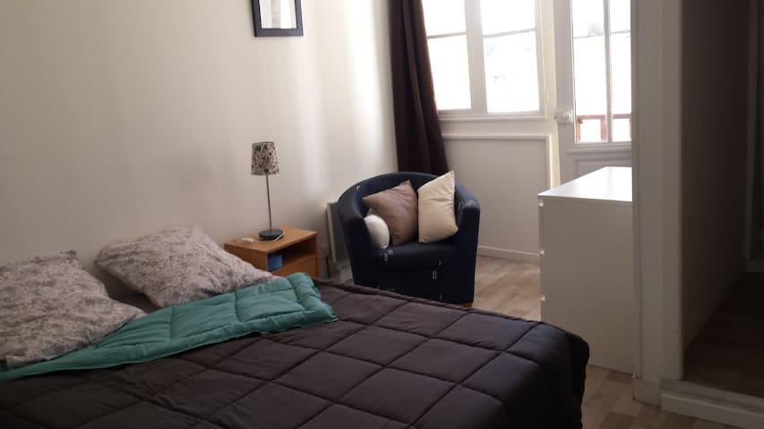 Chambre privée B&B dans grand appartement - Auch - Apartemen