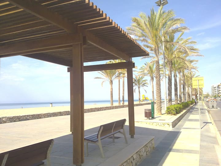 ONLY 90m FROM THE BEACH! APARTMENT 6 PEOPLE
