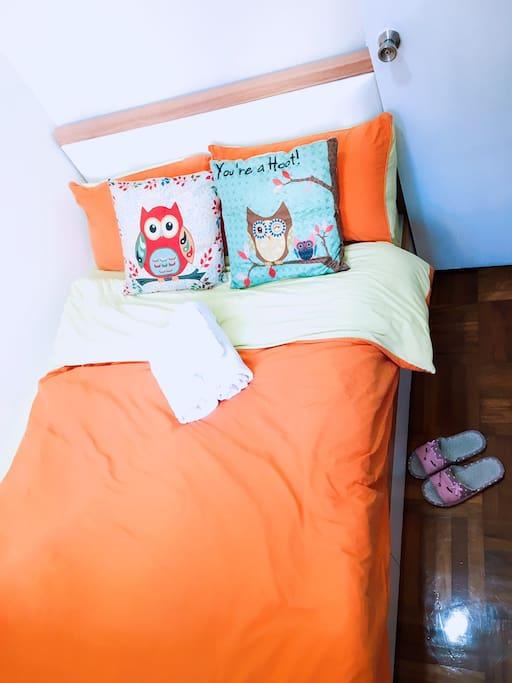 Double bed in bedroom 1